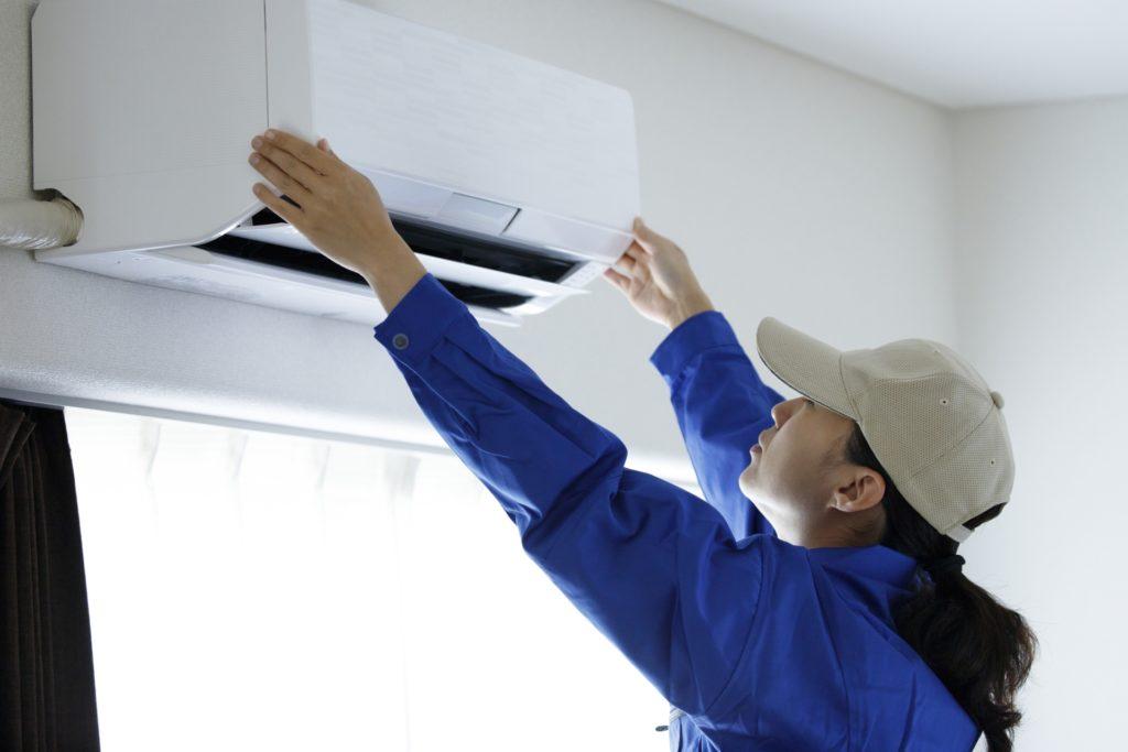 エアコンの設置作業